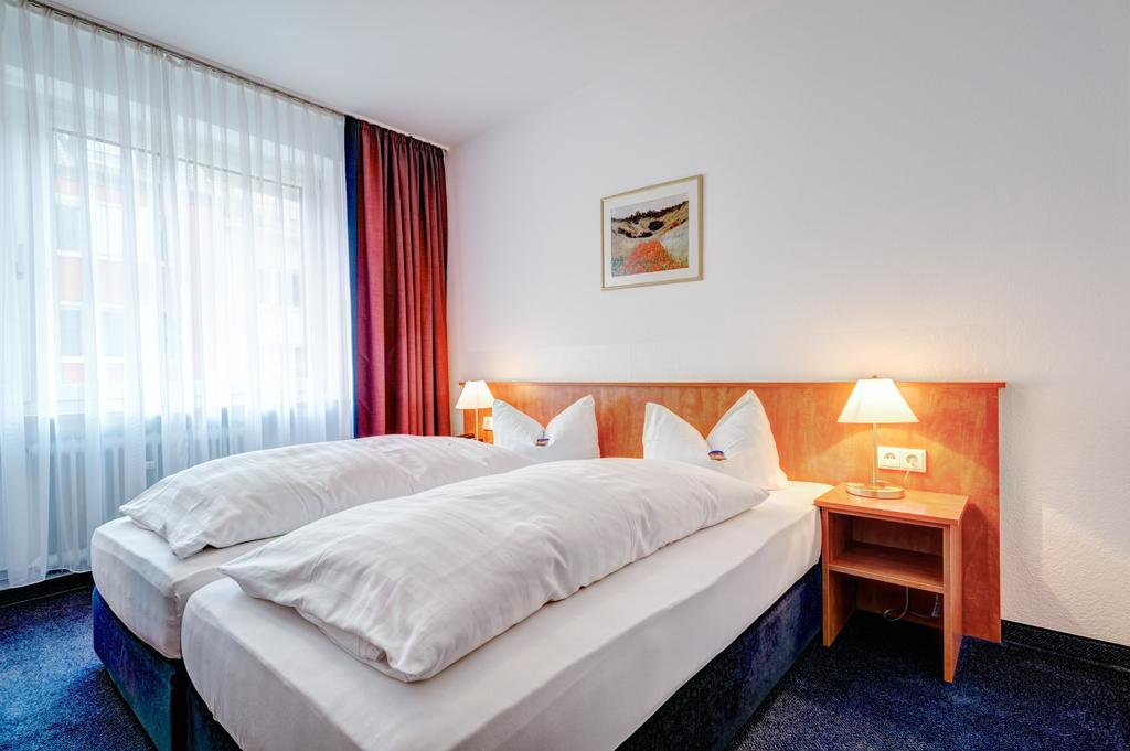 bildergalerie der hotelzimmer hotel antares in m nchen. Black Bedroom Furniture Sets. Home Design Ideas